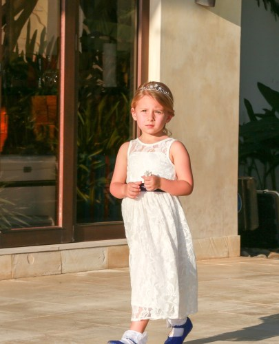 tamarindo-weddings-flower-girl