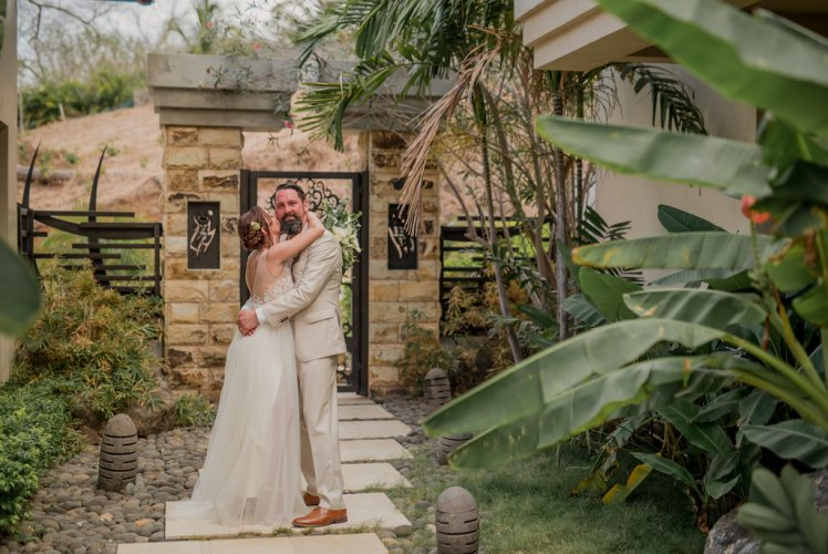weddings-costa-rica-bride-groom-portrait