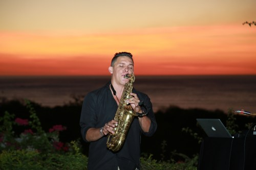 weddings-costa-rica-saxophone-luis