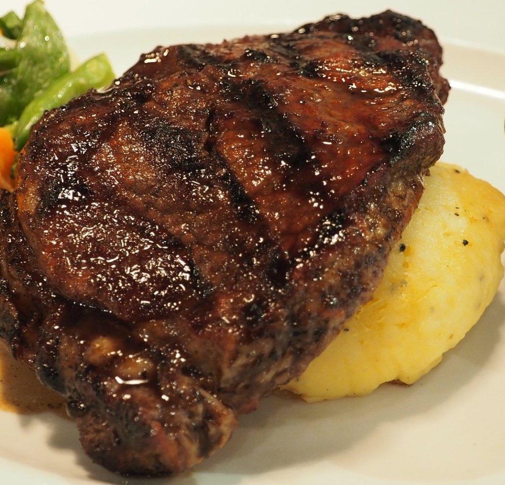 Steak Dinner at Lakeville Weddings