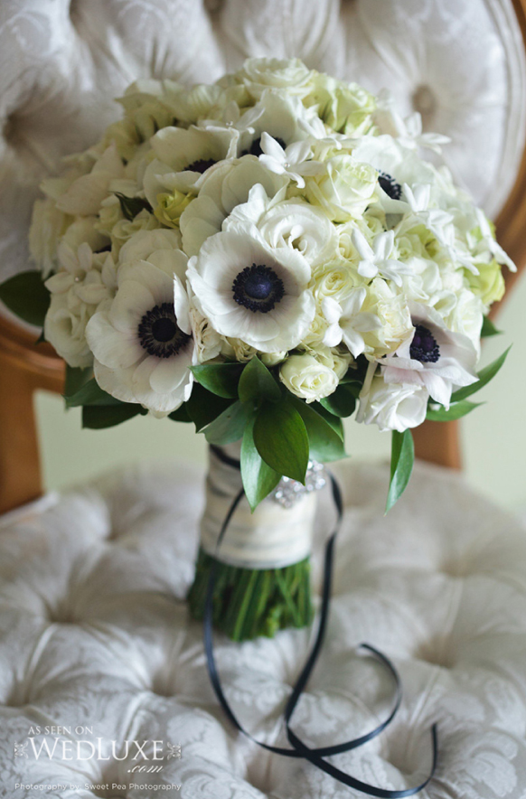 luxury white and balck wedding bouquet