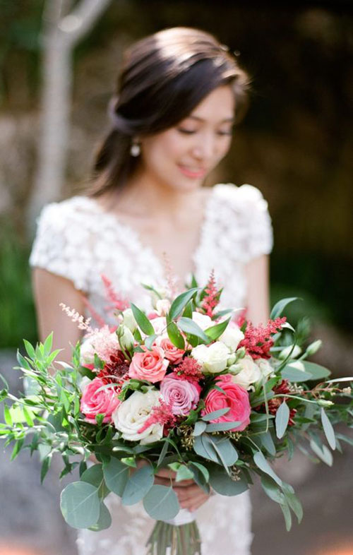 2020 Wedding Bouquet Trends_ Garden Style bouquet with pink and greenery flower
