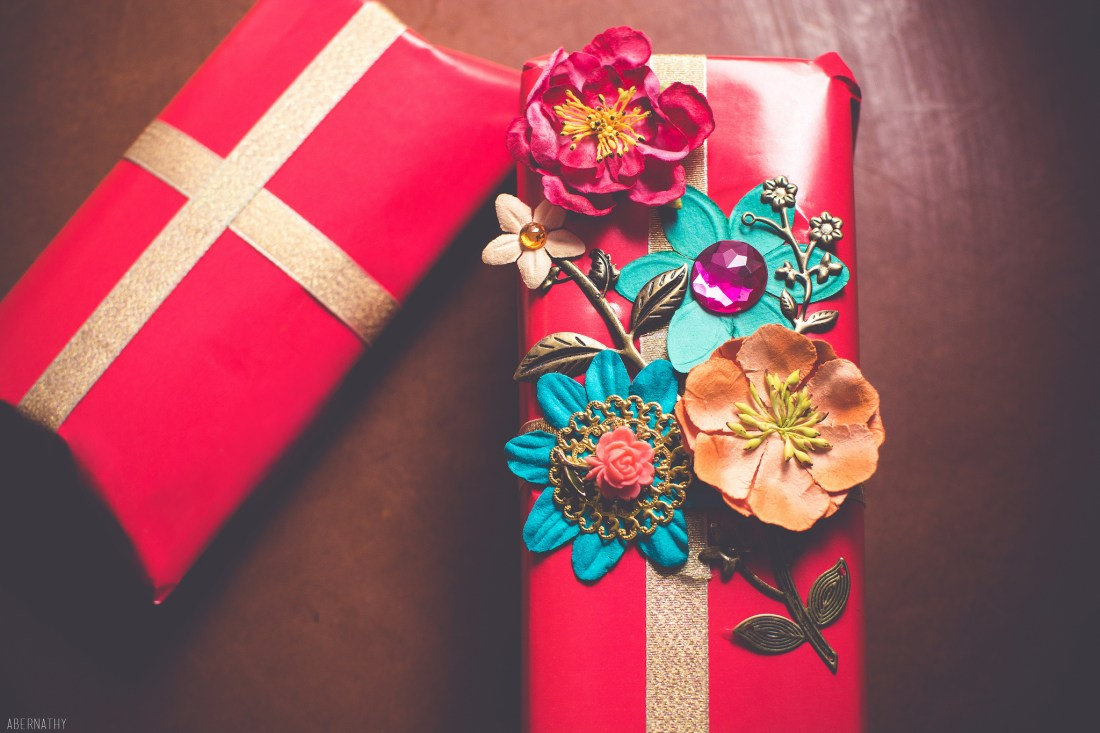 What should your guests bring on your wedding- gifts or money
