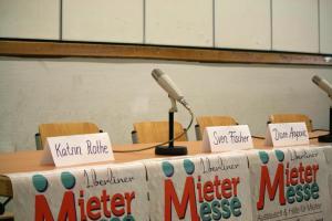 Podium auf der 1. Berliner Mietermesse
