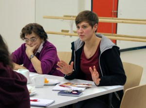 Magali Vonwiller (rechts) beim Quartiersrat. Foto: Hensel
