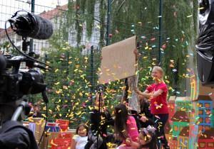 Konfetti! Fast 500 Fragebogen sind ausgefüllt worden. Foto: Dominique Hensel