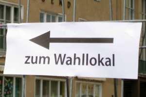 Zum Wahllokal. Foto Andrei Schnell.