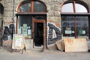 Die Tür ist offen: Das Baumhaus in der Gerichtstraße 23 vor einer Woche. Foto: Hensel