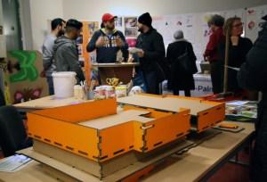 Bei der Projektmesse im Brunnnenviertel zeigte der Club der internationalen Raumforscher den Anfang ihres Schulumbaus. Foto: Schnell.