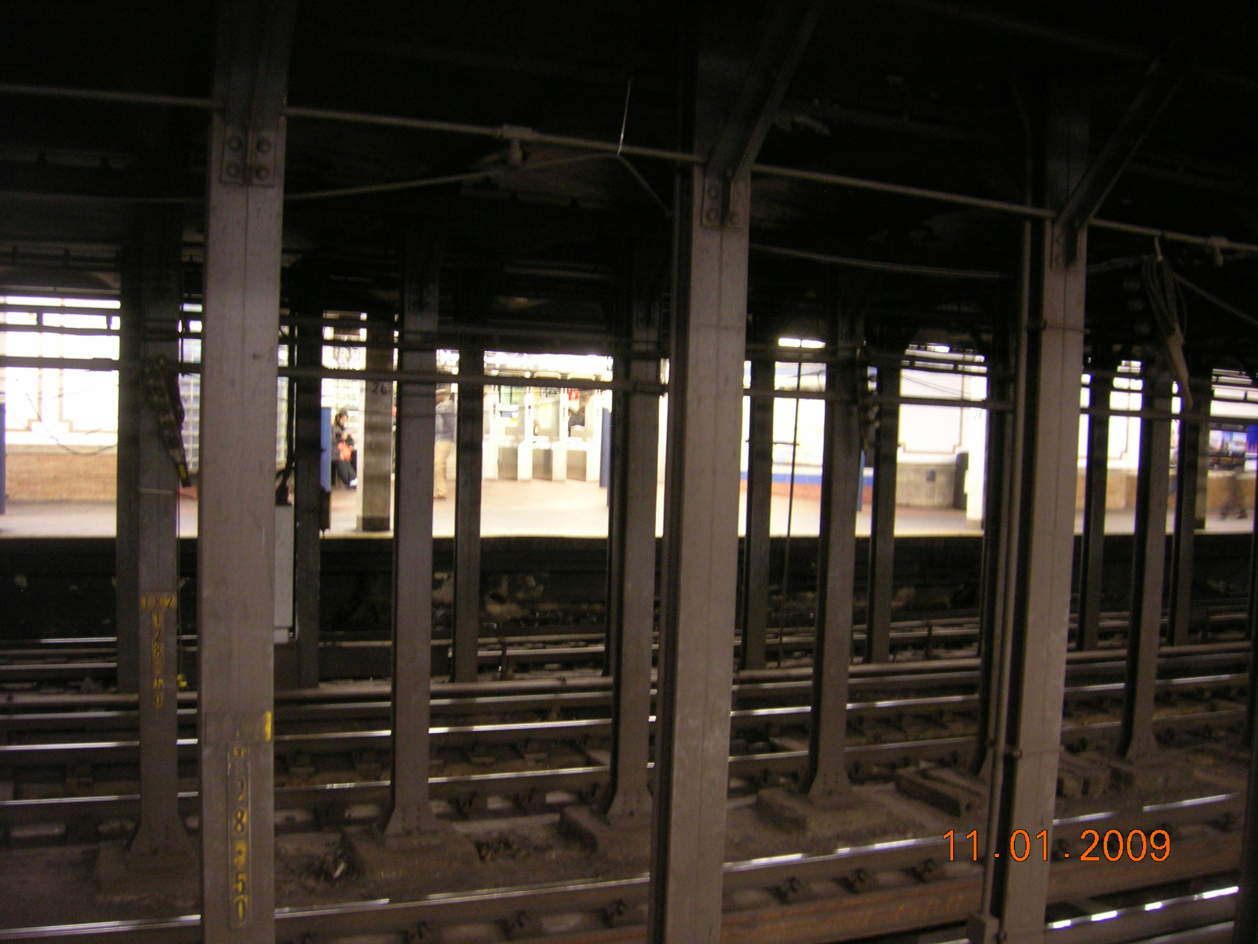 28th St. station, 6 train (green line)