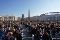 Rome xmas day crowd in seats