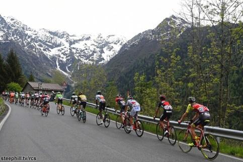 Foto LaPresse - Fabio Ferrari 24/05/2017 Canazei (Val di Fassa) (Italia) Sport Ciclismo Giro d'Italia 2017 - 100a edizione - Tappa 17 - da Tirano a Canazei (Val di Fassa) - 219 km ( 136 miglia ) Nella foto:durante la gara Photo LaPresse - Fabio Ferrari May 24, 2017 Canazei (Val di Fassa) ( Italy ) Sport Cycling Giro d'Italia 2017 - 100th edition - Stage 17 - Tirano to Canazei (Val di Fassa) - 219 km ( 136 miles ) In the pic:during the race