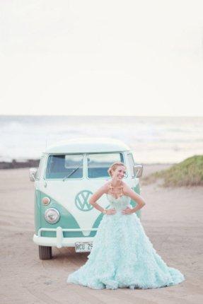 Mintové šaty může mít i nevěsta!