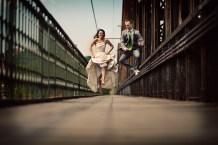 Radostný výskok novomanželů