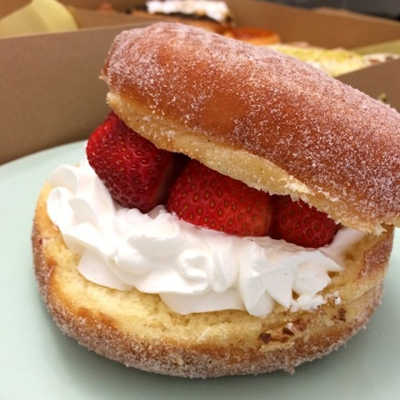 donut bar strawberry
