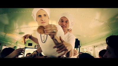 257ers backen hasch cookies im Musikvideo