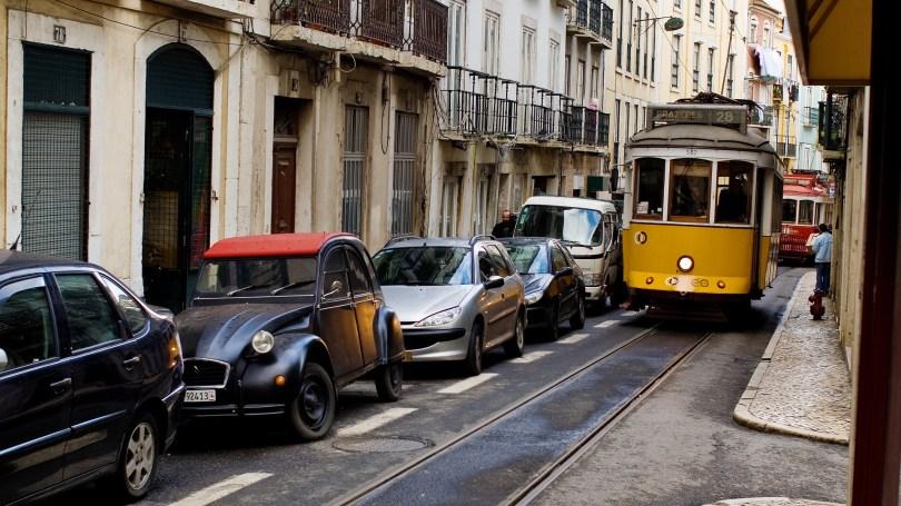 Rue etroite du centre de Lisbonne