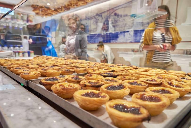 Pasteis de nata au comptoir de Fabrica da Nata - Lisbonne