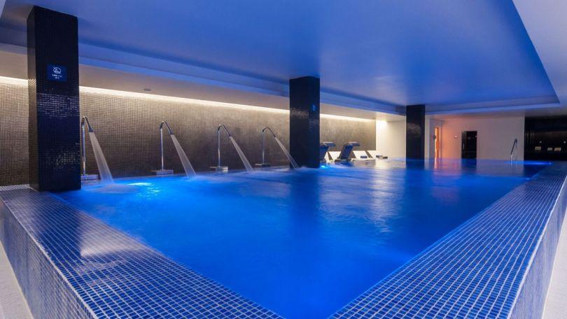 Piscine intérieure hôtel 4 étoiles Jupiter Lisboa Hotel - Lisbonne