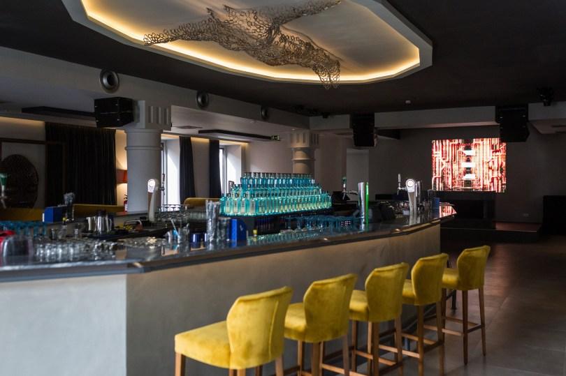 Bar au deuxieme etage de la discotheque Mome - Lisbonne