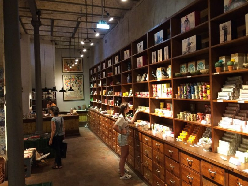 boutique-a-vida-portuguesa-largo-do-intendente-lisbonne-cadeaux-et-souvenirs