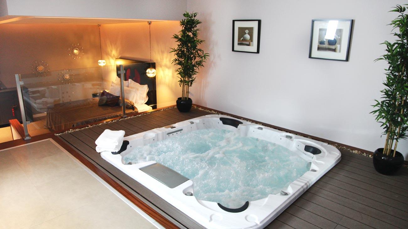 Seven motel chambre avec grand jacuzzi prive hotel - Chambre de luxe avec jacuzzi ...