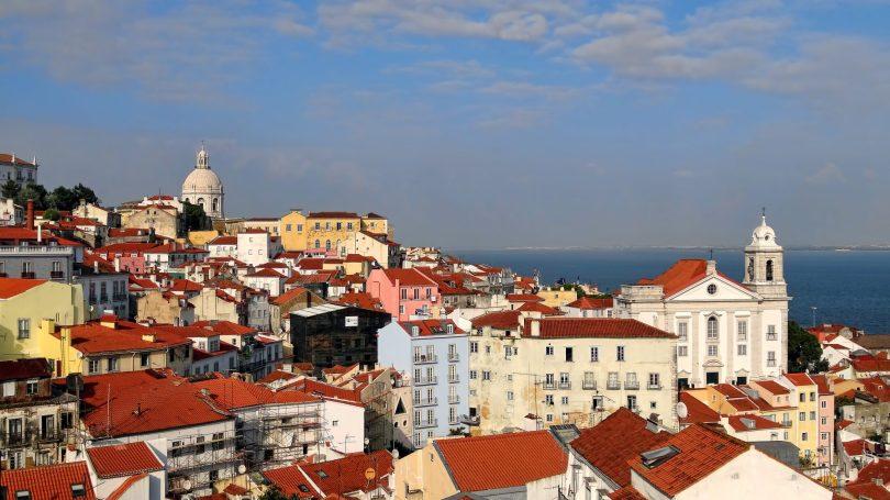 Vue de Lisbonne depuis le belvedere de Portas do Sol - Lisbonne - Photo flickr de Ryan Coffey