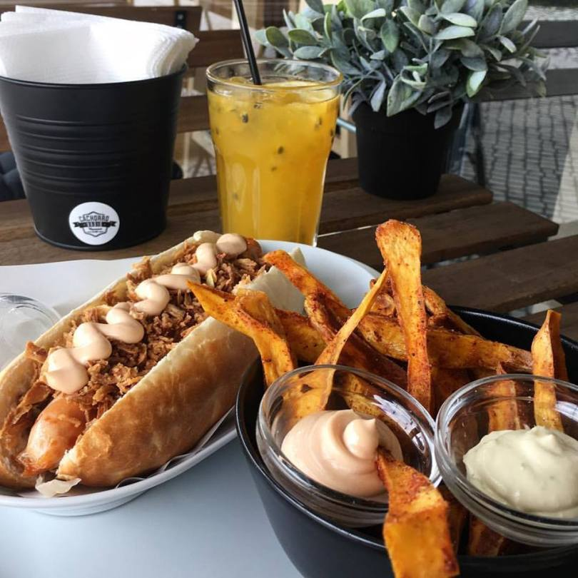 Hot Dogs et Frites chez Cachorro Vadio - Street Food - Lisbonne