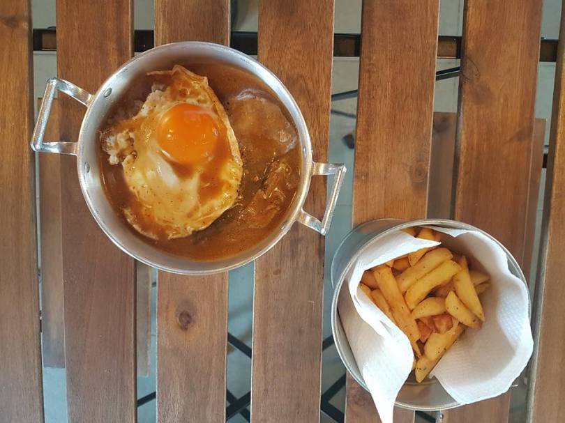 Bitoque et frites au Ruck ClubHouse - Sports Bar - Rugby et Foot - Lisbonne