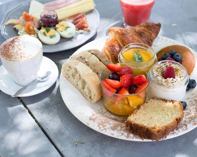 Belle assiette de brunch au Cafe na Fabrica - LX Factory - Lisbonne
