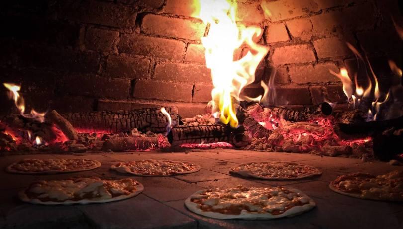 Four au feu de bois de la pizzeria In Bocca al Lupo - Lisbonne