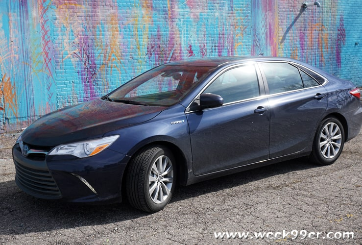 all new camry hybrid review bemper depan grand veloz the toyota xle brings fuel efficiency to every day driving 2016