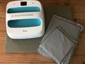 how to make the tools you need to apply heat transfer vinyl