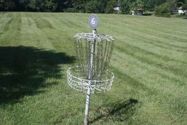 picture of disc golf basket