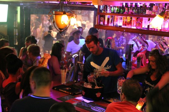 5 Best Cities For The Bar Scene