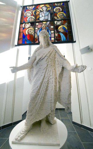 lego_jesus_statue_full