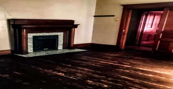 The living room of the Bellaire House.