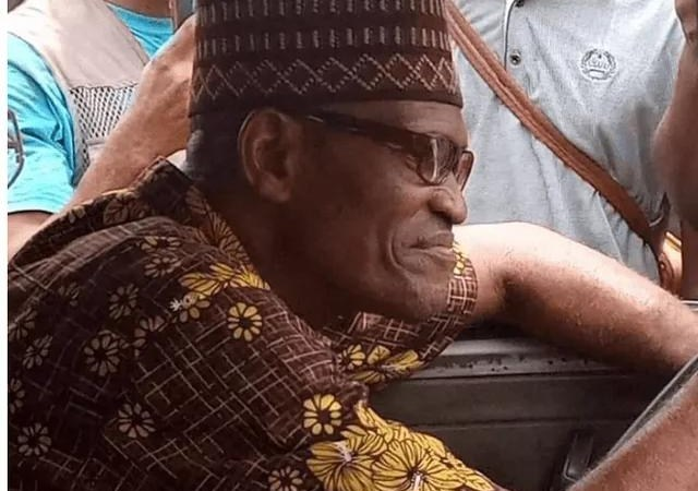 Mixed Reaction As Man Who Looks Like Buhari Was Spotted Driving A Bus In Lagos State (Photos)