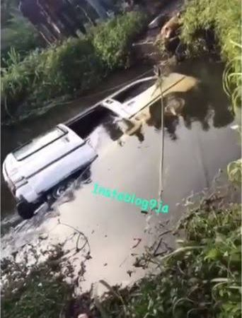 SAD!! Many Feared Dead As Speeding 18-Seater Bus Plunges Into River