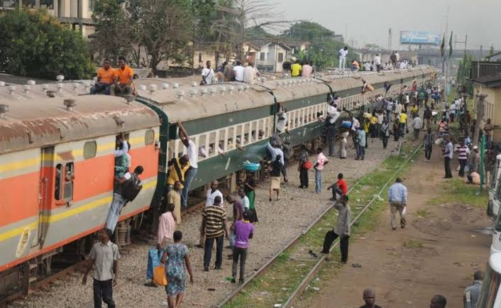 HAPPENING NOW!!! Crisis Looms, Heavy Security In Aba As Angry Youths Stop Moving Train