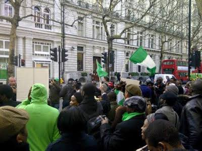 HAPPENING LIVE!! Heavy Protest Currently Ongoing As Nigerians From South America, Europe Storm Paris To Chase President Buhari Back To Nigeria