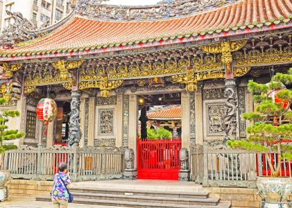 8 Things You Should Know About Longshan Temple
