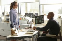 """""""Falling"""" -- Kara turns on her friends and the citizens of National City after being exposed to Red Kryptonite makes her malicious and dangerous, on SUPERGIRL, Monday, March 14 (8:00-9:00 PM, ET/PT) on the CBS Television Network. Pictured left to right: Melissa Benoist and Mehcad Brooks Photo: Michael Yarish/CBS ©2016 CBS Broadcasting, Inc. All Rights Reserved"""
