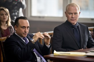 """Arrow -- """"Broken Hearts"""" -- Image AR416b_0235b.jpg -- Pictured (L-R) Jason Schombing as Ken Fitzmartin and Neal McDonough as Damien Darhk -- Photo: Diyah Pera /The CW -- © 2016 The CW Network, LLC. All Rights Reserved."""