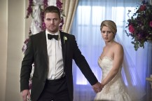 """Arrow -- """"Broken Hearts"""" -- Image AR416a_0271b.jpg -- Pictured (L-R): Stephen Amell as Oliver Queen and Emily Bett Rickards as Felicity Smoak -- Photo: Katie Yu/The CW -- © 2016 The CW Network, LLC. All Rights Reserved."""