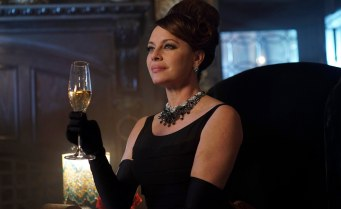 Gotham_S02E15_Mad Grey Dawn_Still (8)