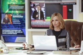 """""""Worlds Finest"""" -- Kara gains a new ally when the lightning-fast superhero The Flash suddenly appears from an alternate universe and helps Kara battle Siobhan, aka Silver Banshee, and Livewire in exchange for her help in finding a way to return him home, on SUPERGIRL, Monday, March 28 (8:00-9:00 PM, ET/PT) on the CBS Television Network. Pictured: Calista Flockhart Photo: Robert Voets/Warner Bros. Entertainment Inc. © 2016 WBEI. All rights reserved."""