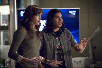"The Flash -- ""Trajectory"" -- Image FLA216b_0103b -- Pictured (L-R): Danielle Panabaker as Caitlin Snow and Carlos Valdes as Cisco Ramon -- Photo: Katie Yu/The CW -- © 2016 The CW Network, LLC. All rights reserved."