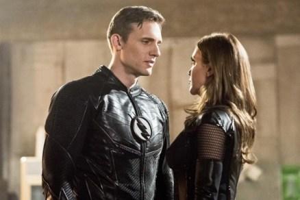 The Flash_S02E22_Invincible_Still (9)
