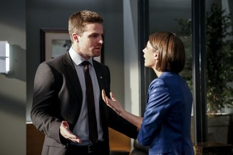 "Arrow -- ""The Recruits"" -- Image AR502b_0041b.jpg -- Pictured (L-R): Stephen Amell as Oliver Queen and Willa Holland as Thea Queen -- Photo: Bettina Strauss/The CW -- © 2016 The CW Network, LLC. All Rights Reserved."